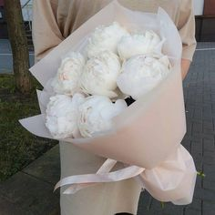 59 ideas flowers bouquet wrapping peonies for 2019 Amazing Flowers, Beautiful Flowers, Prettiest Flowers, Bouquet Box, Bouquet Flowers, Ranunculus Bouquet, Gift Flowers, All Flowers, Exotic Flowers