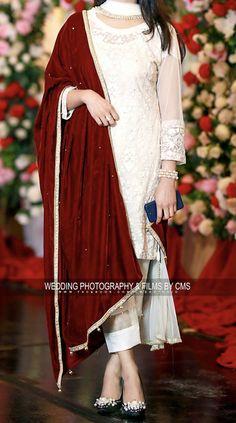 Pakistani Fashion Party Wear, Pakistani Wedding Outfits, Indian Fashion Dresses, Dress Indian Style, Indian Designer Outfits, Fashion Blouses, Women's Fashion, Beautiful Pakistani Dresses, Pakistani Formal Dresses