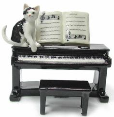 Black & White CAT sits on Electric Piano w/Sheet Music MINIATURE Porcelain NEW Figurine NORTHERN ROSE R244  $21.99