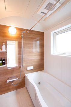 23.ご夫婦のこだわりをちりばめた、ぬくもりあふれるお家 | トータルハウジング Japanese Bath, Japanese House, Bathroom Toilets, Small Bathroom, Washroom, Home Interior Design, Interior Architecture, Shower Panels, Wet Rooms