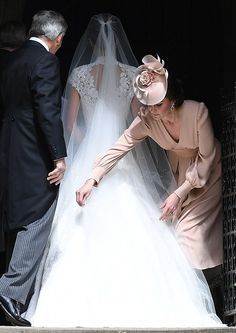 788a780b0ea6 Pippa Middleton Weds In Giles Deacon