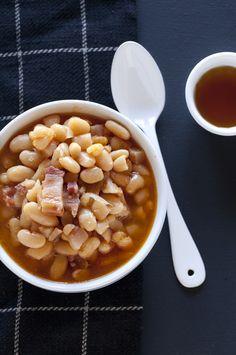 Recette québécoise: fèves au lard et sirop d'érable  Isabelle Lucas-Beckett onto Food and drinks