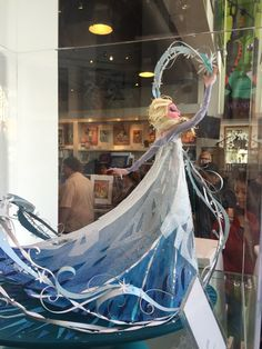 Brittney Lee is a concept artist for Disney Animation Studios. I love her paper art sculptures because they are incredibly meticulous and delicate. Disney And Dreamworks, Disney Pixar, Disney Animation, Brittney Lee, Frozen Fan Art, Kirigami, 3d Quilling, Disney Art, Disney Style