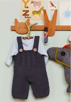 Baby Knitting Patterns Jumpsuit Ravelry: The Salopette pattern by Nadia Cretin-Léchenne Crochet Bebe, Crochet For Boys, Knitting For Kids, Knit Or Crochet, Baby Knitting Patterns, Baby Patterns, Baby Dungarees, Baby Jumpsuit, Knitted Baby Clothes