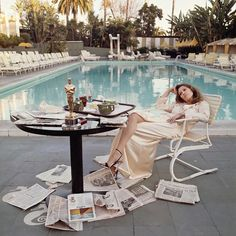 Faye Dunaway, 1977 - The Cut. Since it's almost time for the Oscar's this is one of my favorite pics. It was taken at am, at the pool at the Beverly Hills Hotel the morning after she won by Terry O'Neill Terry O Neill, Faye Dunaway, Andy Warhol, Jerry Hall, Beverly Hills Hotel, The Beverly, Beverly Lewis, Hollywood Stars, Old Hollywood
