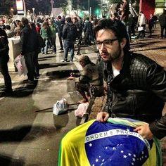 Famosos protestam a favor de mudanças no Brasil - Fotos - UOL Celebridades