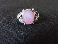 Gourgeous sterling silver ring with leaf pattern & pink  setting on sale
