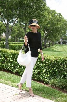 Best Outfits For Women Over 50 - Fashion Trends Over 60 Fashion, Mature Fashion, Over 50 Womens Fashion, 50 Fashion, Fashion Outfits, Fashion Tips, Fashion Websites, Cheap Fashion, Fashion Women