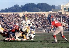 v Green Bay @ Kezar Stadium Green Bay Packers History, Green Bay Packers Fans, Nfl Football Teams, School Football, Football Stuff, Football Pictures, Sports Pictures, 49ers Players, Nfl Uniforms