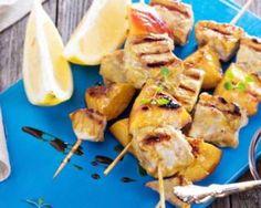 Brochettes de poulet aux pêches spécial barbecue : http://www.fourchette-et-bikini.fr/recettes/recettes-minceur/brochettes-de-poulet-aux-peches-special-barbecue.html