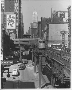 North Shore Line's Electroliner running on elevated tracks in downtown Chicago. On the el tracks, NSL trains drew power from the third rail; elsewhere from overhead catenary. Chicago City, Chicago Illinois, Chicago Loop, Old Pictures, Old Photos, Vintage Photos, Chicago Transit Authority, Chicago Heights, Trains