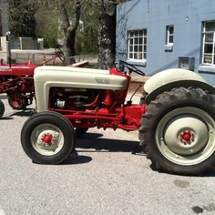 Do you think 1954 Jubilee Donna deserves to win the Steiner Tractor Parts Photo Contest?  Have your say and vote today for your favorite antique tractor photos!