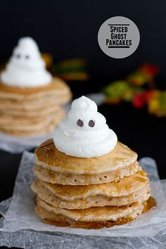 Start Halloween off with a spooky breakfast treat—like these Spiced Ghost Pancakes. Cinnamon, cloves, nutmeg, and ginger come together to create this brunch dish that's full of delicious fall flavors. Diy Halloween, Halloween Desserts, Halloween Treats, Fall Treats, Holiday Treats, Fall Recipes, Holiday Recipes, Halloween Breakfast, Little Lunch