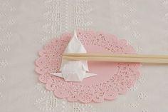 食卓を和ませてくれる、小ぶたの箸置き。/北欧テイストのペーパーアートクラフト(「はんど&はあと」2012年11月号)