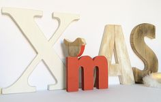 Scritta XMAS composta da 4 lettere con altezze diverse in legni di recupero : Accessori casa di nuvole-di-legno