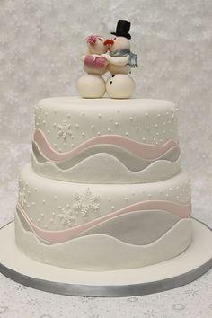 cute kissing snowmen cake
