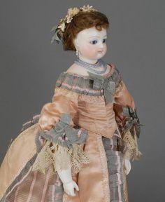 Parisienne who we attribute to Eugene Barrois - Fashion Doll Antique Lace, Antique Dolls, Vintage Dolls, Sewing Doll Clothes, Sewing Dolls, 1880s Fashion, Doll Dress Patterns, Doll Shop, Doll Costume