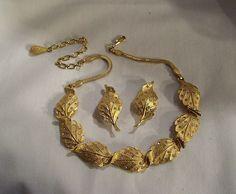 Antique Jewellery Designs, Gold Jewellery Design, Gold Jewelry, Wedding Jewelry Sets, Bridal Jewelry, Indian Jewelry Sets, Jewelry Patterns, Jewelry Collection, Fashion Jewelry