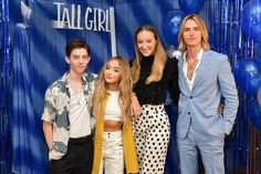 Griffin Gluck, Sabrina Carpenter, Ava Michelle and Luke Eisner attend the Photo Call for Netflix's 'Tall Girl' at the Beverly Wilshire Four Seasons Hotel on August 2019 in Beverly Hills, California. Sabrina Carpenter, Garçon Anime Hot, Girl Code Quotes, Griffin Gluck, Dramas, New Netflix Movies, Movies Coming Out, Girl Meets World, Girls Rules