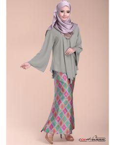 loose kebaya Batik Fashion, Abaya Fashion, Muslim Fashion, Modest Fashion, Unique Fashion, Islamic Fashion, Kebaya Muslim, Kebaya Hijab, Kebaya Lace