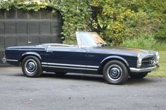 A big way to accessorize. Classy Navy Blue 230SL | Chubb Collector Car Insurance