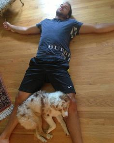 "Anaheim Ducks' Nick Bonino ‏@ NickBonino tweeted this photo with his dog:  ""Tired #kali"""