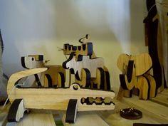 Cinco animales coleccionables de madera para armar. Lleva uno o los 5! cocodrilo, elefante, perro, alce y jifara