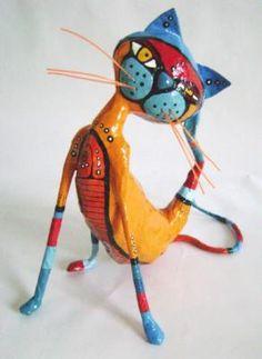 gato rascandose cartapesta - artesania en papel papel,alambre cartapesta