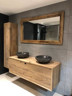 Vintage industrial – Eclectic Home Decor Today Tiny Bathrooms, Bathroom Interior, Vintage Industrial, Double Vanity, Toilet, Sweet Home, Room Decor, Mirror, House Styles