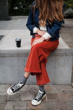 Friends with style - Corduroy - Fashion / Style - Uni Fashion, Look Fashion, Fashion Outfits, Womens Fashion, Spring Summer Fashion, Autumn Winter Fashion, Mode Inspiration, Casual Chic, Blue Jeans
