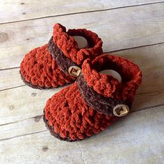 This is a PDF crochet pattern for a pair of baby shoes in four sizes, made with bulky yarn. These work up fast! A bonnet is coming soon that coordinates really well with these booties, see last photo.