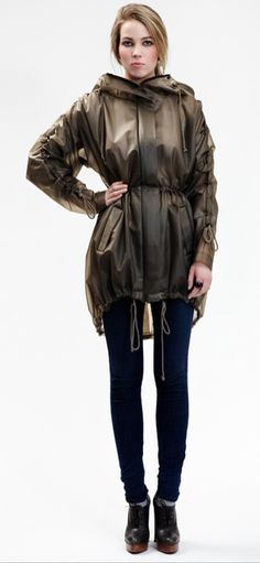 Terra New York stylish rain wear. WANT! Made specifically for bicycling in the city. Sigh...