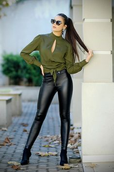 Chic Outfits, Fashion Outfits, Womens Fashion, Lederhosen Outfit, Outfits Leggins, Conservative Outfits, Leather Pants Outfit, Leder Outfits, Women's Summer Fashion