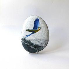 Peinture sur galet, perroquet Ara bleu : Peintures par sabistar-creations