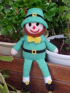 Free Rufus the Leprechaun knitting pattern pattern by Jean Woods Animal Knitting Patterns, Christmas Knitting Patterns, Crochet Patterns, Knitted Dolls, Crochet Dolls, Kids Crochet, Crochet Clothes, Free Crochet, Loom Knitting