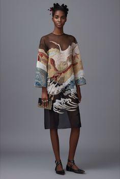 Guarda la sfilata di moda Valentino a New York e scopri la collezione di abiti e accessori per la stagione Pre-Collezioni Autunno-Inverno 2016-17.