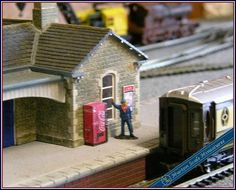 OO GAUGE COKE COLA DRINK VENDING MACHINE HORNBY MODEL RAILWAYSTATIONLAYOUT00