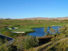 Realiza deportes que den status como el golf, que solo es jugado por un segmento de clase alta