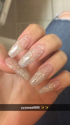 Semi-permanent varnish, false nails, patches: which manicure to choose? - My Nails Clear Glitter Nails, Acrylic Nails Coffin Glitter, Silver Nails, Best Acrylic Nails, Glitter Acrylics, Glitter Hair, Cute Nails, Pretty Nails, My Nails