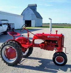 FARMALL Cub Antique Tractors, Vintage Tractors, Vintage Farm, Farmall Tractors, Old Tractors, International Tractors, International Harvester, Tractor Pictures, Classic Tractor