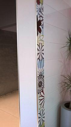 Perfil de vista cuadrada que acompaña diseños rectos. Protege la union de revestimientos para muros logrando terminaciones de gran calidad.