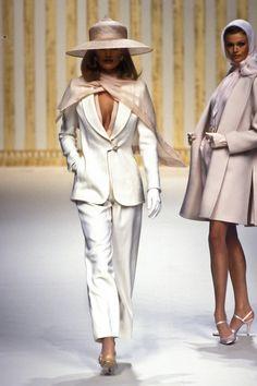 Moda Fashion, 90s Fashion, Runway Fashion, Fashion Models, Fashion Brands, High Fashion, Vintage Fashion, Fashion Outfits, Womens Fashion