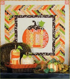 """Punkin Quilt"" Free Wall Hanging Pattern & Tutorial designed by Dodi Lee Paulson from Landauer Publishing Halloween Quilts, Halloween Quilt Patterns, Fall Halloween, Halloween Crafts, Halloween Fabric, Halloween Table, Fall Crafts, Halloween Ideas, Small Quilt Projects"
