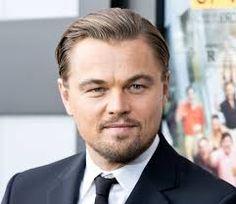 Leonardo Wilhelm DiCaprio (Los Ángeles, California; 11 de noviembre de 1974) es un actor y productor de cine estadounidense.  Ha recibido numerosos premios, entre ellos un Globo de Oro al mejor actor en drama por su actuación en El aviador en 2004 y en 2013 un Globo de Oro al mejor actor en comedia o musical por El lobo de Wall Street. Adicionalmente, ha ganado el premio Oso de Plata y un Chlotrudis.