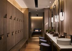Awesome japanese spa bathroom design tips for 2019 Spa Design, Spa Interior Design, Gym Interior, Deco Spa, Locker Designs, Craftsman Bathroom, Gym Room, Spa Rooms, Bathroom Spa