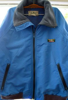 Cozy blue warm up jacket with fleece lining and two handy side-zip pockets. Mens Large