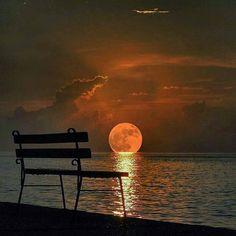 📷Un omaggio alla luna!📝 Yalova, Turkey  PC @sert_mehmet edit by @sennarelax - #regrann ✨✨✨✨✨✨✨✨✨ 👉Tag your best photo with #dmtravel and follow me to be featured👈 ✨✨✨✨✨✨✨✨✨ 🇬🇧You want to increase your followers on Instagram?  Click the link that you find in my bio! 🇮🇹Vuoi aumentare il numero di follewers su Instagram?  Fai click sul link che trovi nella mia biografia! ✨✨✨✨✨✨✨✨✨ #luna🌙 #lunar #luna