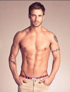 The tattoos make him even sexier #hotmen #sexytattoo
