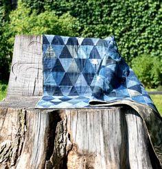 Tagesbettdecke aus Denim Dreiecken zusammen genäht