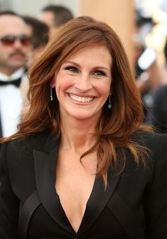 http://dlisted.com/2015/01/26/sorry-awards-show-writers-but-julia-roberts-says-whatever-julia-roberts-wants-to-say/21st-annual-sag-awards-6/